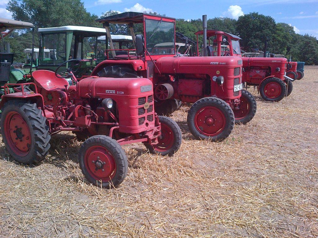 Viele Traktoren beim 10. Altmaschinen Treffen in Levern