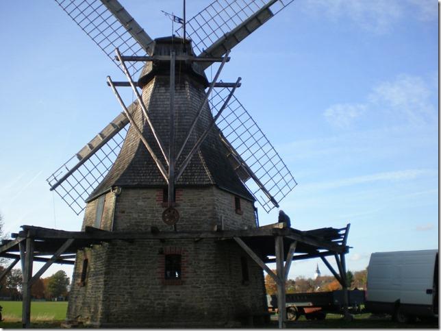 Galerie der Windmühle Levern erhält neuen Bretterbelag