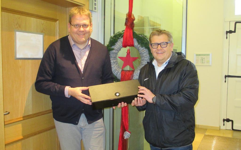 Der Bürgermeister kassiert für den guten Zweck im E – Center Hartmann